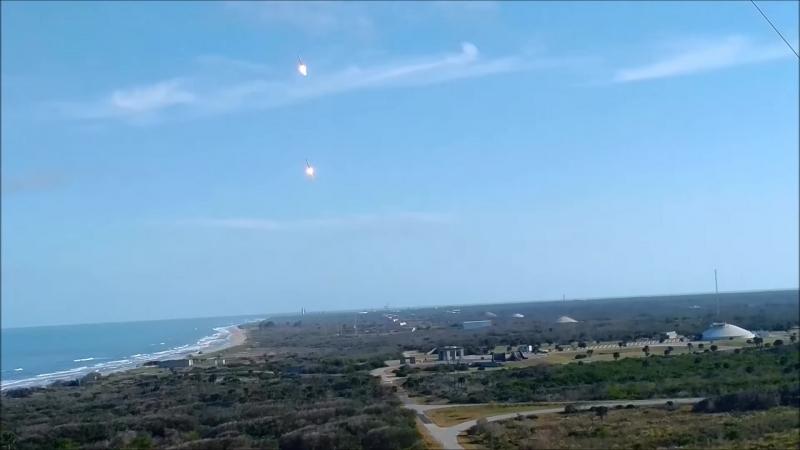 Две ракеты приземляются