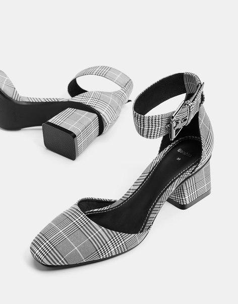 Туфли на каблуке с ремешком в клетку