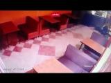 Отомстил за изнасилование дочери  В Краснодаре мужчина расстрелял троих посетителей кафе из автомата. По неофициальной версии, о