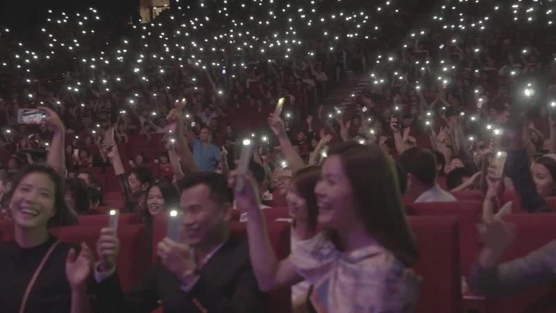 Khán giả đồng loạt bật đèn điện thoại cùng Thomas Anders 越南河內演唱會