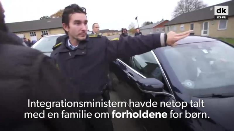 Министр иммиграции Дании проехалась по мигрантам на машине