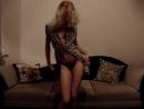 Сексуальная женщина танцует стриптиз (sex, фигура что надо)