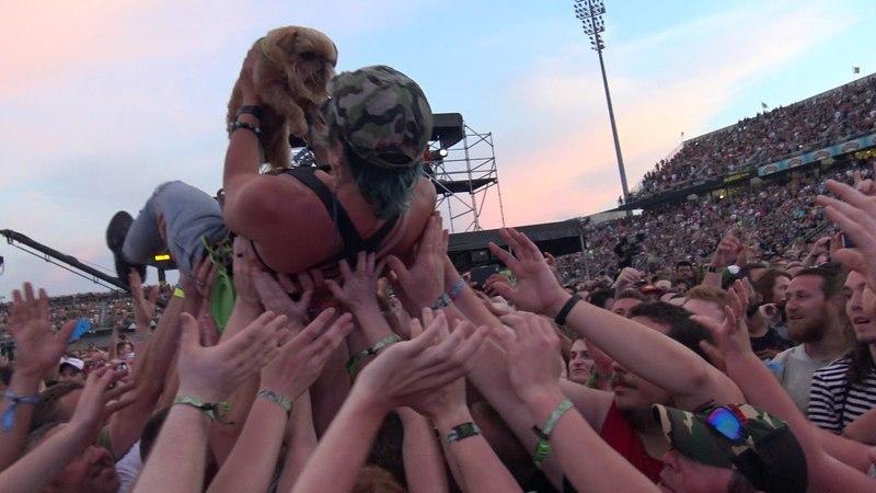 CROWD SURFING DOG!! ROCK ON THE RANGE 2018 Godsmack I Stand alone