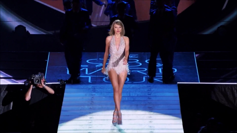 Taylor Swift - Style (Live at The 1989 World Tour 2015)