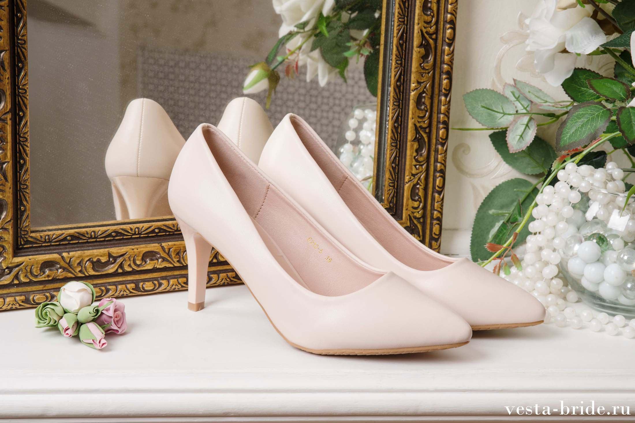 Для того, чтобы образ невесты был целостным, необходимо позаботиться не только о прическе, макияже, свадебном платье и букете, но и об обуви.