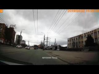 Гонки по городу, проезд на красный. Автор едет со скоростью 75 км/ч г.Пенза - группа АВТОХАМ Пенза