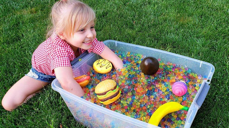 Alisa learn colors with toys Learn name of food and fruits Little girl play with ORBEEZ