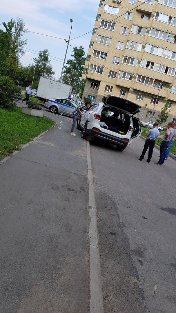 В Петербурге на КАД полицейские стреляли по автомобилю, пытаясь остановить белую иномарку