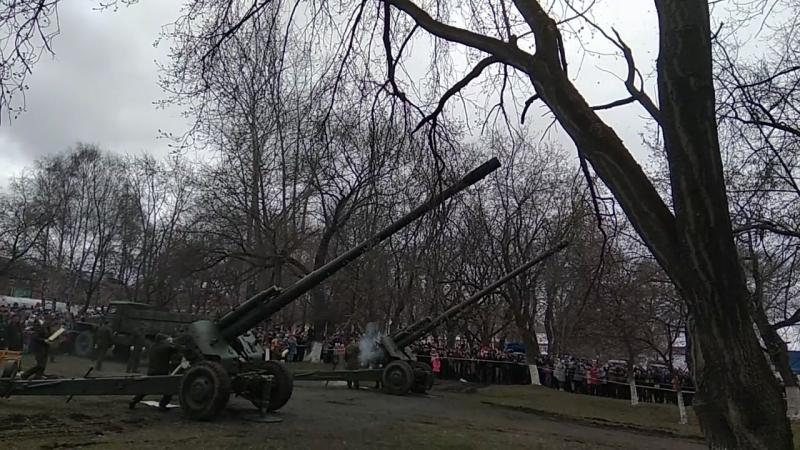 Залп из двух 152-мм гаубиц Мста-Б 09.05.18