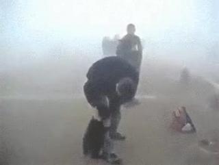 Медвежонок не хочет отпускать мужчину, который спас его во время пожара😭