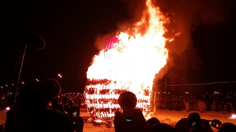 Сожжение чучела Зимы тяжесть зимы