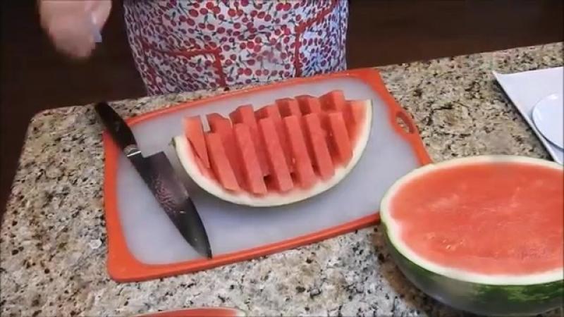 КАК НАРЕЗАТЬ АРБУЗ красиво и быстро 3 способа HOW to slice watermelon смотреть онлайн без регистрации
