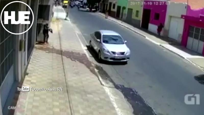В Сан Мигеле произошло лобовое столкновение автомобиля и мотоцикла