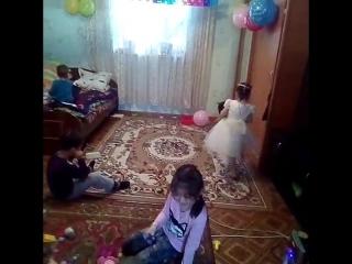 дома день рождения