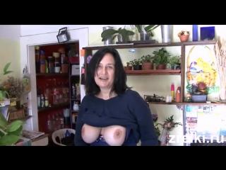 Видео все зрелую продавщицу ебут прямо в ларьке порно двд
