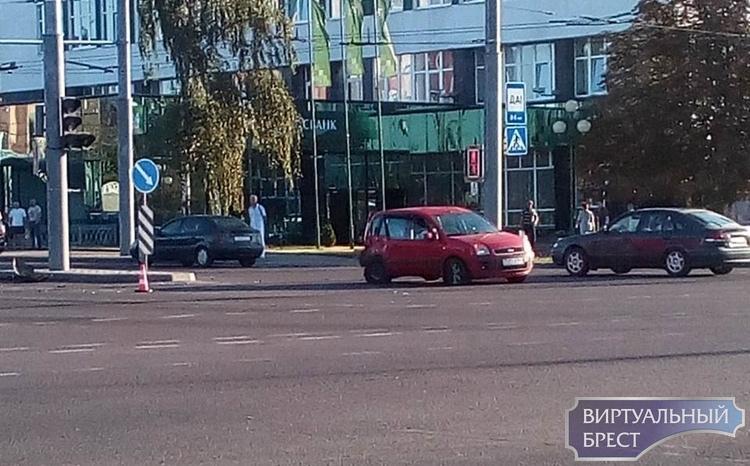 Камера зафиксировала, как произошло ДТП сегодня утром на улице Пионерской