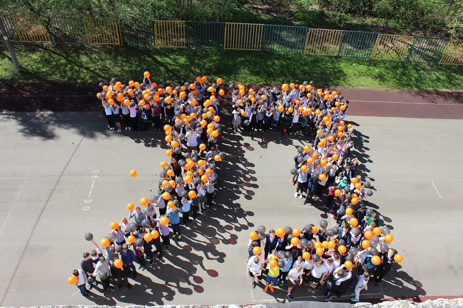 Флешмоб в честь Дня Победы провели в школе №1430 Лианозова