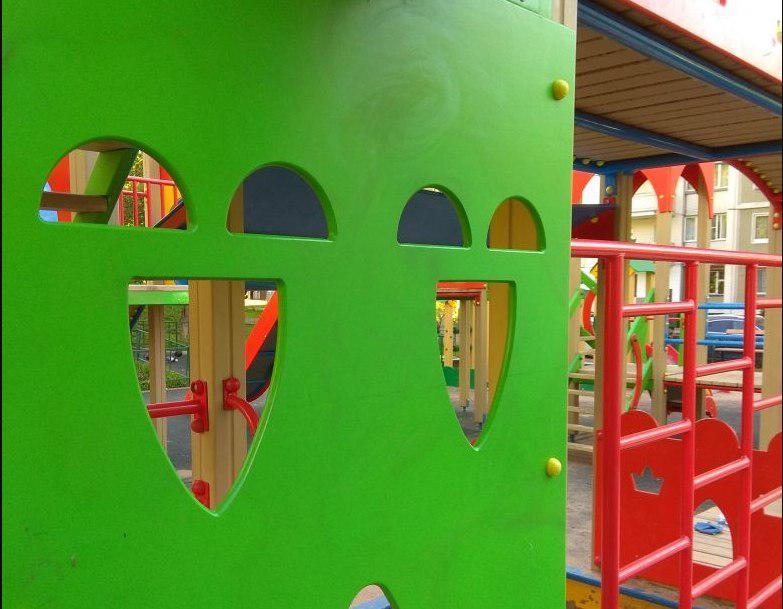 Детскую площадку привели в порядок на улице Ляпидевского