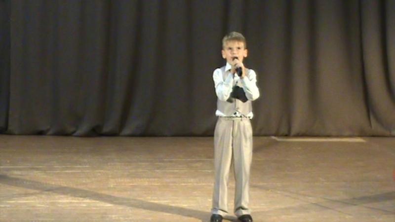 Поет Леонид Гализин