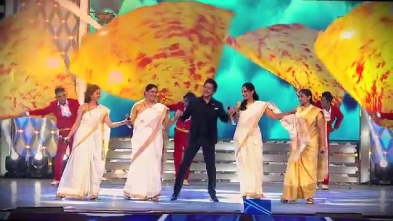 Большие звезды Болливуда собрались вместе, чтобы почтить Полицию Мумбаи.