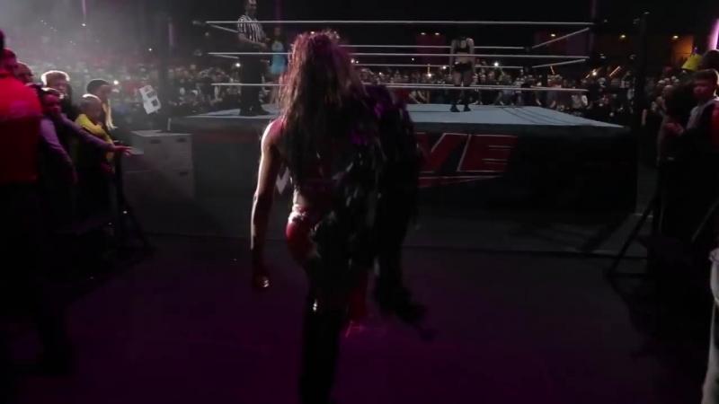 Entrances von Paige, Alicia Fox und Charlotte_ WWE Live in Leipzig – 13. November 2015 [720p]