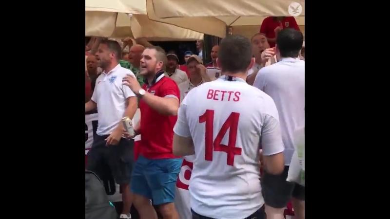 Англичане распелись после гола)