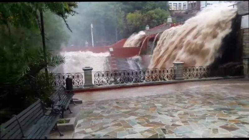Se desborda Presa de la Olla, en Guanajuato capital
