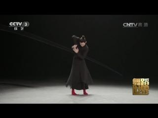 Пластический танец ''ХэЦзы'' (Футляр, коробка), исполняет популярный танцор Ли Юй. Очень красивый номер!