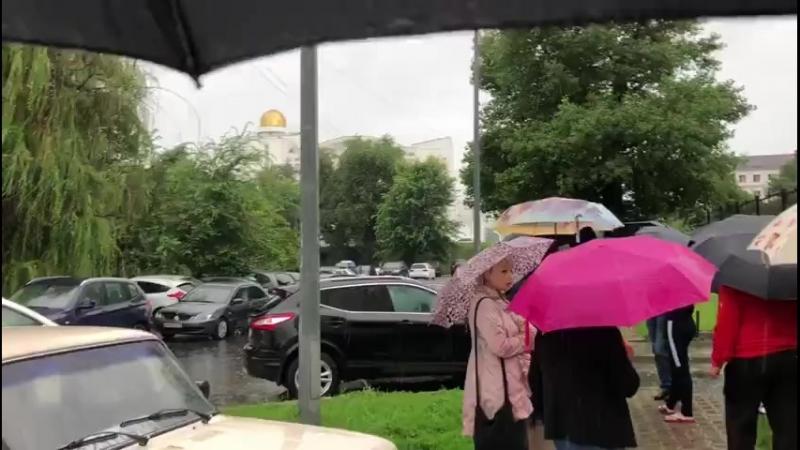 Жители не могут заехать во двор на Свято-Троицком бульваре - 18 июля 2018г.