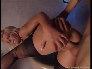 Голая жена зашла в спальню и захотела секса  ПохотьКом