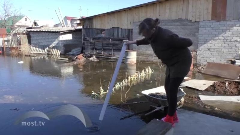 Липчане снимают на видео, как подтапливает их дома и огороды