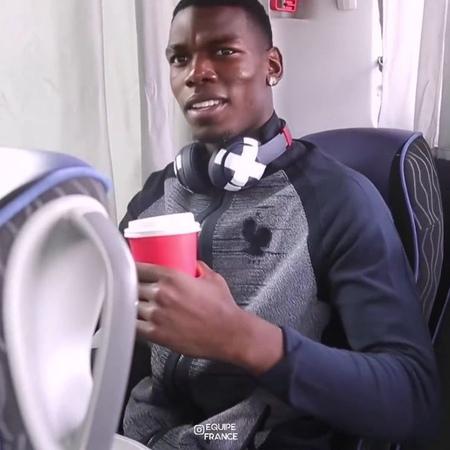 Actus Équipe de France 🇫🇷 on Instagram Paul Pogba encore à l'oeuvre en dansant et chantant sur dans le bus pour se rendre à Moscou 🕺🇫🇷😂 @paul