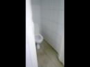 Андрей танцует в туалете