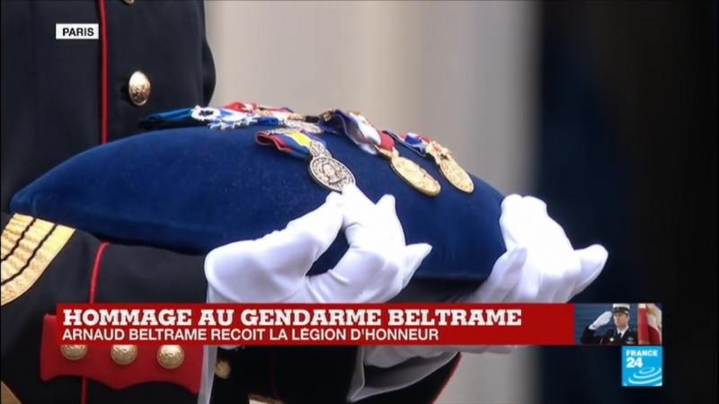 Aux morts - Arnaud Beltrame reçoit la Légion dhonneur à titre posthume Hommag