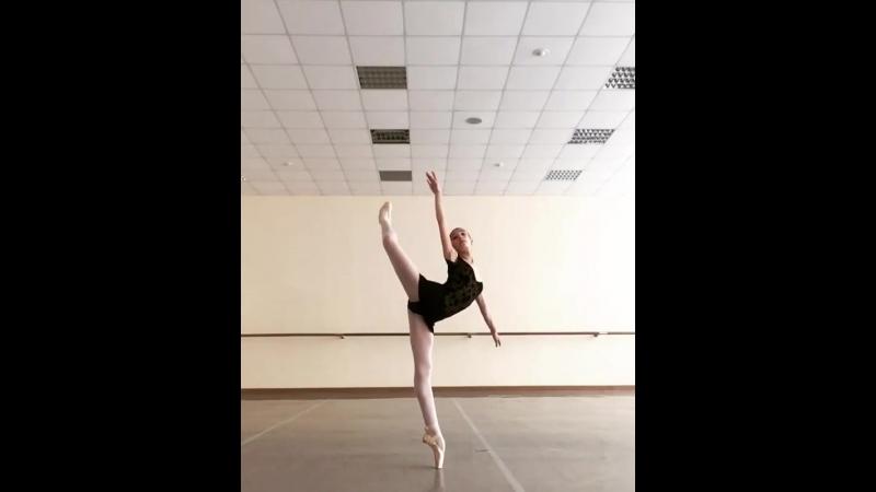 Стефания Гаштарска танцует в леотарде Grishko