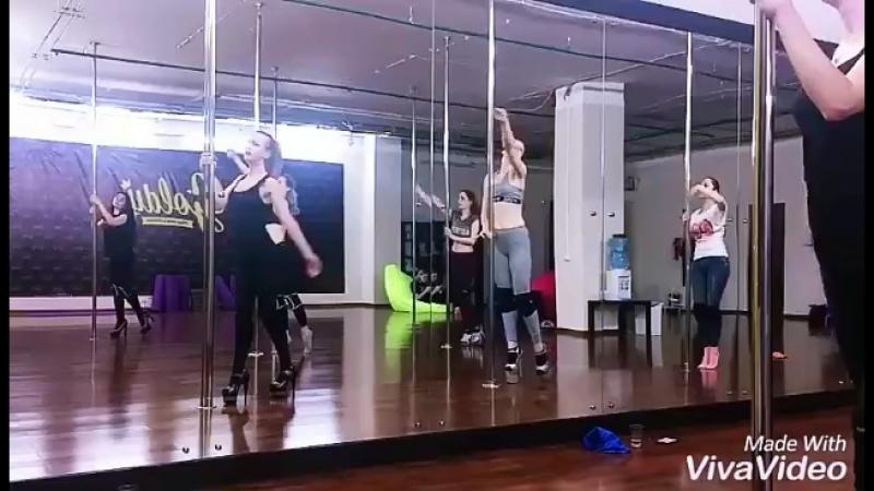 Танцуем в Goldy