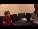 Неподдельная радость: в Сеть попало видео глухой девочки, которая узнала, что ее мама беременна: