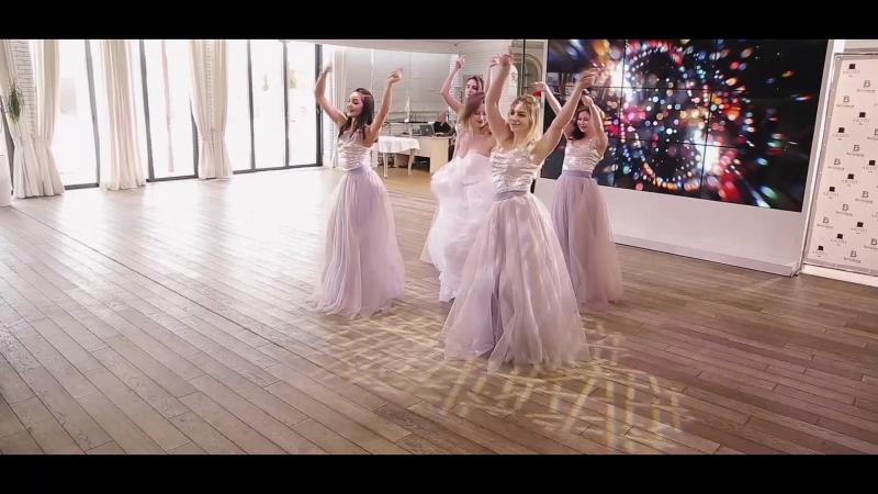 Танец невесты и ее подружек