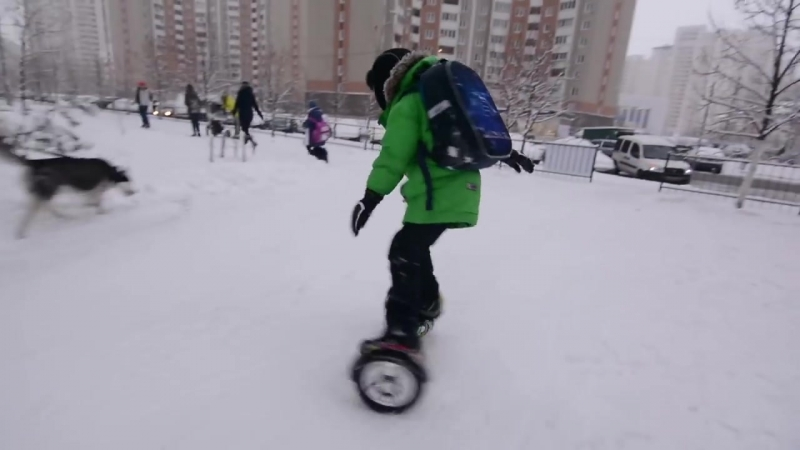Дима едет со школы домой. Дрифт на гироскутере