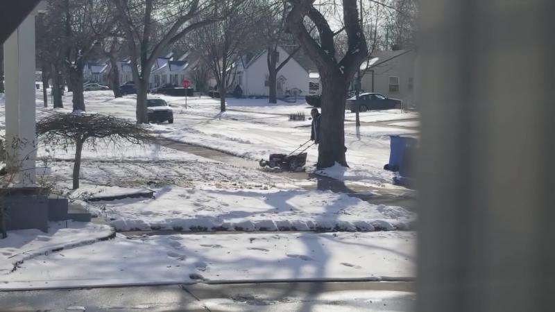 Lawn Mowing in the Snow смотреть онлайн без регистрации