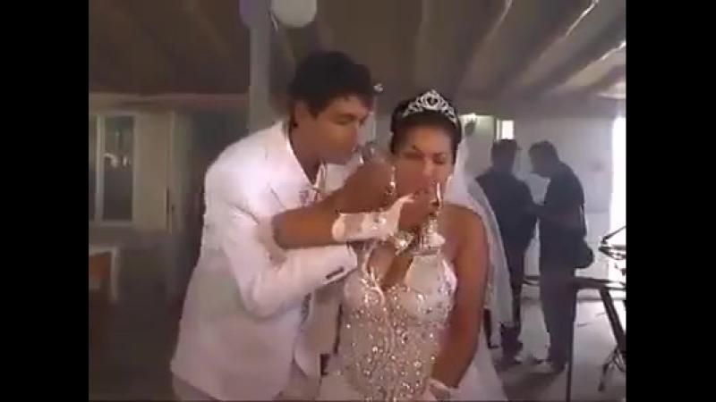 На этой свадьбе странно всё