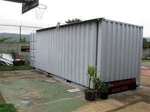 Ещё один домик из контейнера.