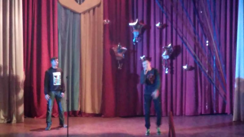 Бумбокс- Ким ми були у виконанні Кравчука Олександра і Гламазди Артема
