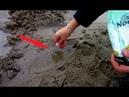 Девушка высыпала соль на пляже, потом произошло то, что...