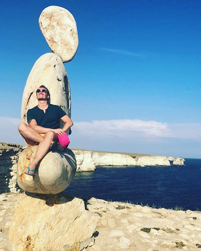 Антон Зацепин: Быть всегда в потоке, каждую минуту, наслаждаться ветром и солнцем. Я спокоен и уверен в завтрашнем дне! Спасибо yahontovaya_irina yahont.crimea что показали лучшие места в Крыму. #фабриказвезд #крым #жизнь #широкарека #лето #youtube
