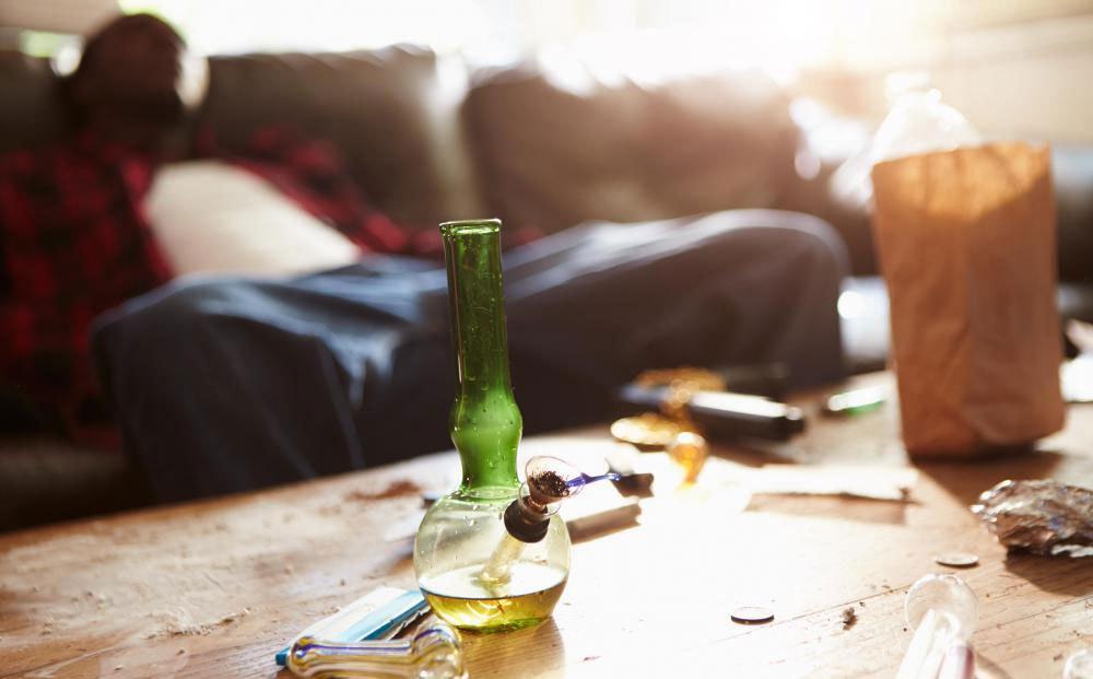наркоманы уходят из семейной и общественной жизни