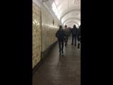 Звезда, а ездит в метро