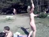 Нудистка на пляже танцует - нудисты и ню от клуба ( секс порно эротика ) http://vkontakte.ru/club9684854