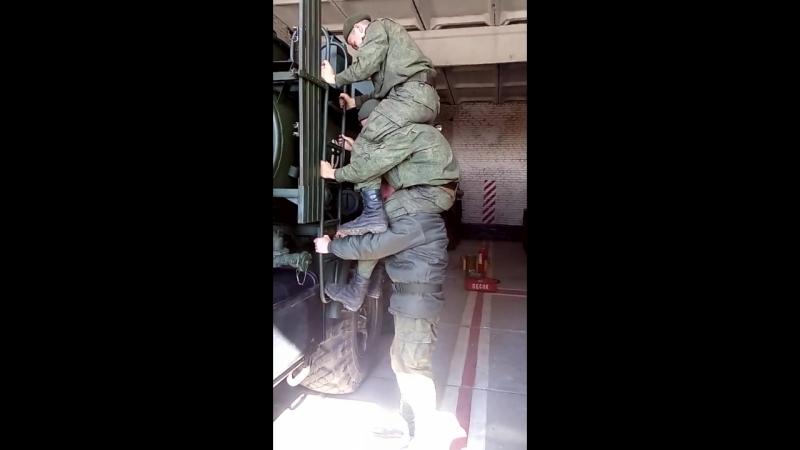 Дембеля херней страдают от безделья)) армия