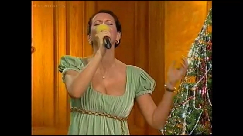 Алика Смехова на новогоднем концерте Голая Нет грудь декольте